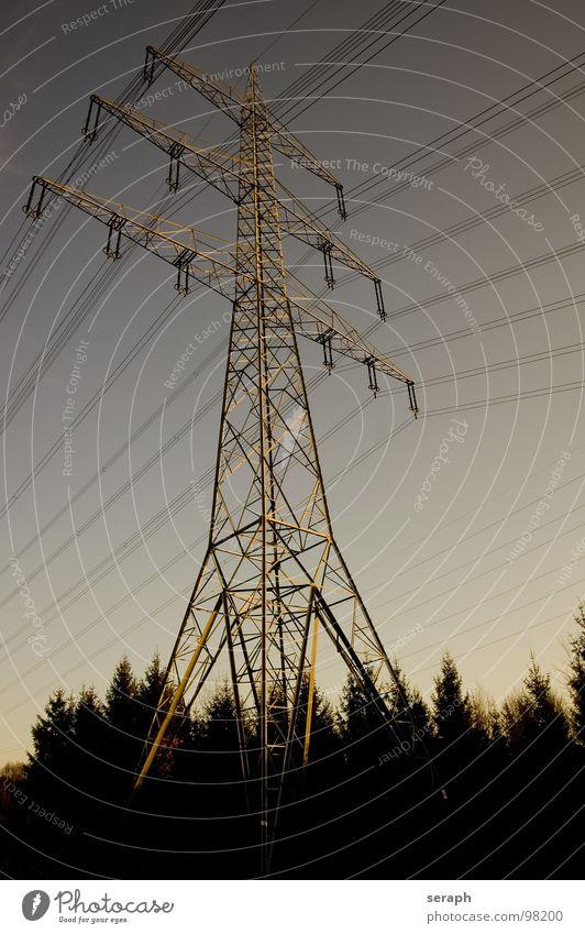 Strommast Himmel Wolken Umwelt dreckig Energiewirtschaft Elektrizität Technik & Technologie Kabel Bauwerk Strahlung Konstruktion Umweltschutz Draht