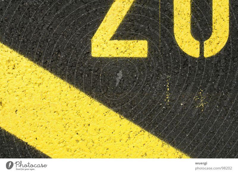 nummer 20 gelb schwarz Parkplatz Ziffern & Zahlen strassenbeschriftung parking lot black