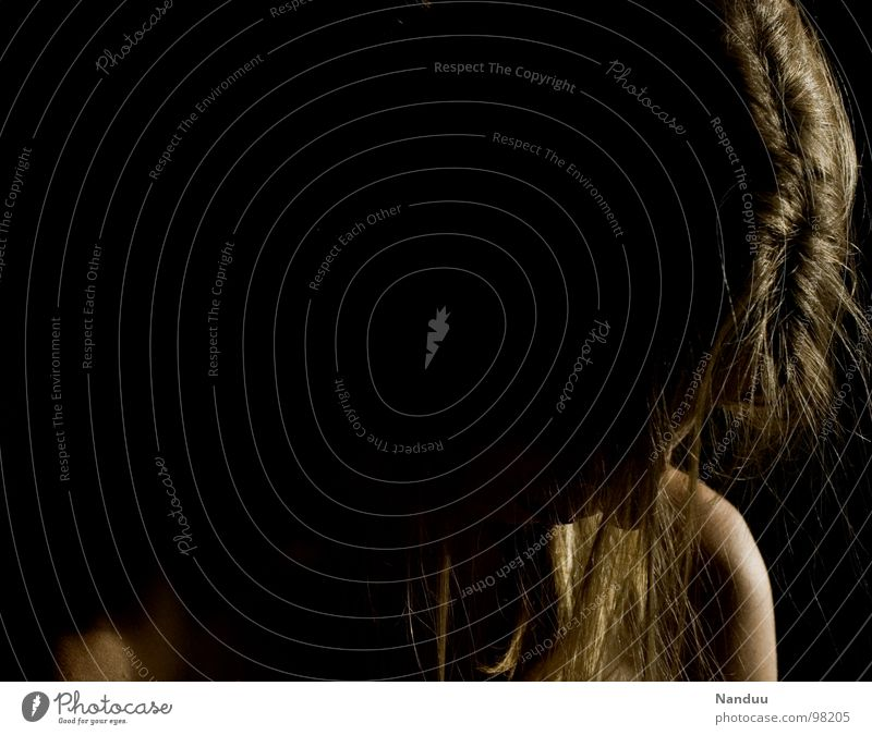 Demut schön Haare & Frisuren ruhig Frau Erwachsene blond glänzend Traurigkeit dunkel Kraft demütig Trauer Schwäche unterwerfen Gebet Spiritualität
