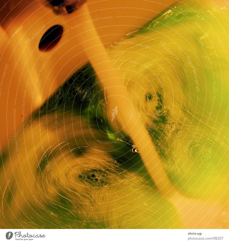 Waschbecken Tsunami Wasserwirbel Wellen Bad grün gelb Wasserhahn nass kalt Physik fließen Abfluss Reinigungsmittel Spülmittel Bach Reichtum Waschen