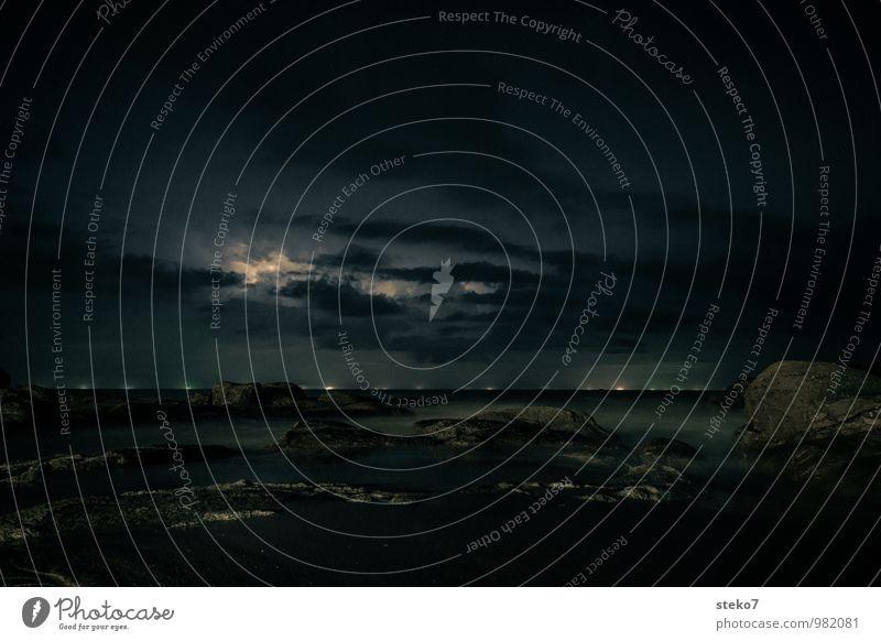 Hintergrundbeleuchtung Nachthimmel Gewitter Blitze Küste Meer Andamanensee bedrohlich dunkel Ferne Horizont Nordlicht Menschenleer Lichterscheinung