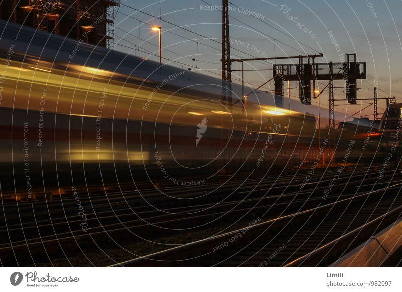 Mit hohem Tempo Ferien & Urlaub & Reisen Ferne Bewegung Freiheit Kraft Verkehr Energie Geschwindigkeit Zukunft Eisenbahn Güterverkehr & Logistik fahren Fernweh