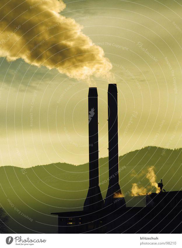 fabrikkamin Nebel Fabrik Umwelt Umweltverschmutzung Arbeit & Erwerbstätigkeit Morgen Sonnenlicht Stimmung Industrie Wut Ärger Rauch Erde Leben Morgendämmerung