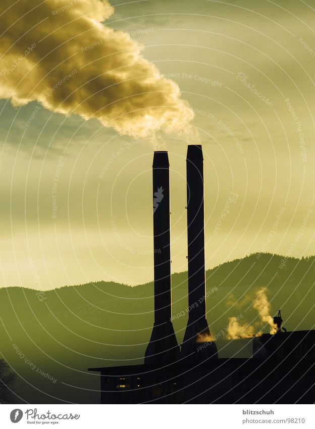 fabrikkamin Umwelt Leben Stimmung Erde Arbeit & Erwerbstätigkeit Nebel hoch Industrie rund Hügel Industriefotografie viele Rauch Fabrik Wut Abgas