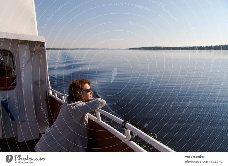 rita geniesst den vänern Mensch Ferien & Urlaub & Reisen Sommer Erholung Erwachsene feminin Glück See träumen Zufriedenheit Ausflug genießen Lebensfreude