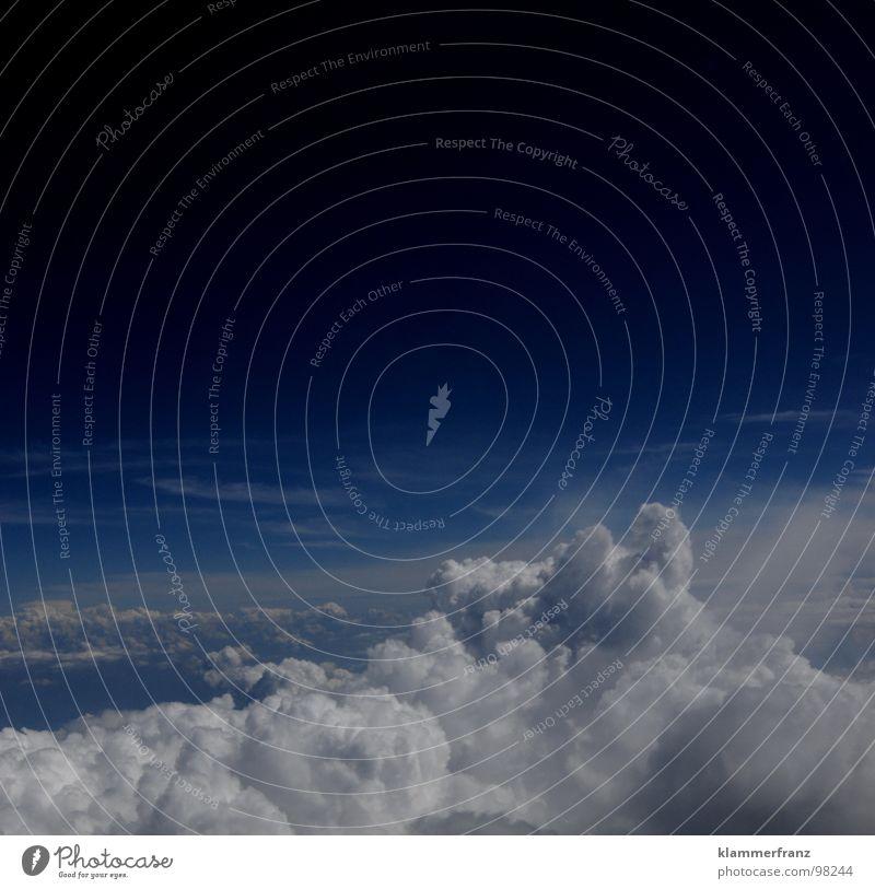 Husten we have a problem Himmel blau weiß Ferien & Urlaub & Reisen Einsamkeit Wolken ruhig Erholung Ferne Landschaft Fenster Freiheit Erde Horizont