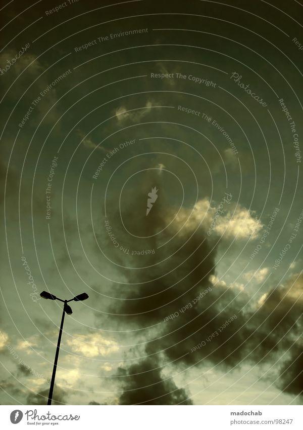 PANIK! Himmel Wolken dunkel Lampe Beleuchtung Wetter Angst bedrohlich Laterne Konzentration Straßenbeleuchtung Sturm Gewitter Panik Fetischismus