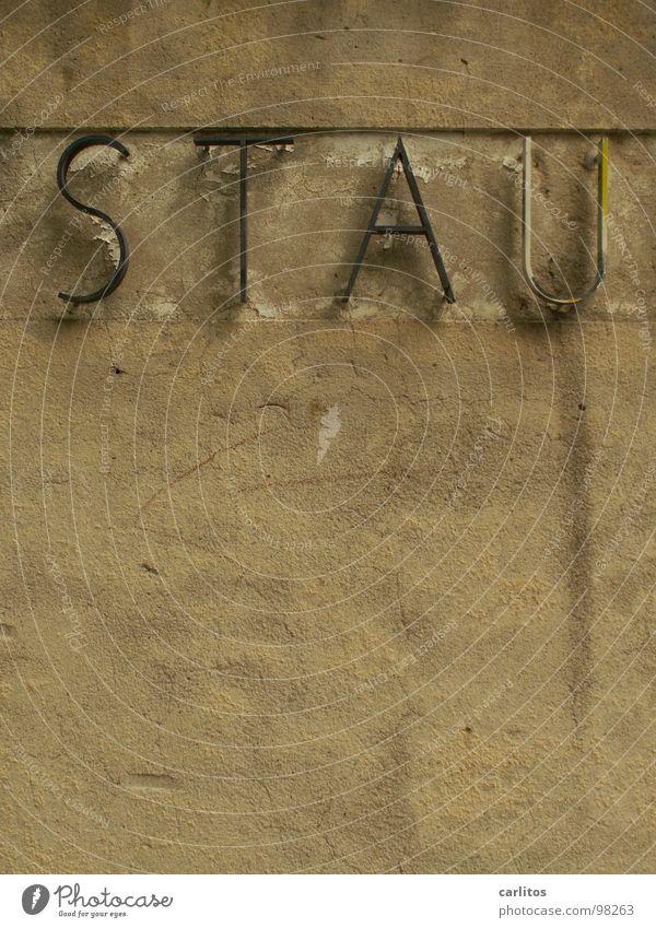 ENDE Verkehrsstau Staub Staumauer Stauden Stausee Buchstaben Mauer Unfall Verspätung Detailaufnahme Schilder & Markierungen Staublunge Stauchung stauen Staufen