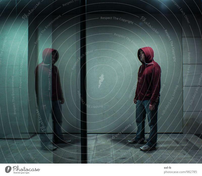 cnfnt maskulin Junger Mann Jugendliche 1 Mensch 18-30 Jahre Erwachsene Stadt Mauer Wand Fenster Jeanshose Kapuzenpullover Glas beobachten Denken Blick stehen