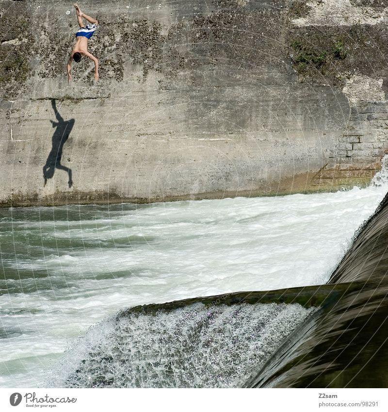 falling down IV blau Sommer Wasser Wand Bewegung Sport Mauer Freiheit fliegen oben springen 2 frei gefährlich bedrohlich Niveau