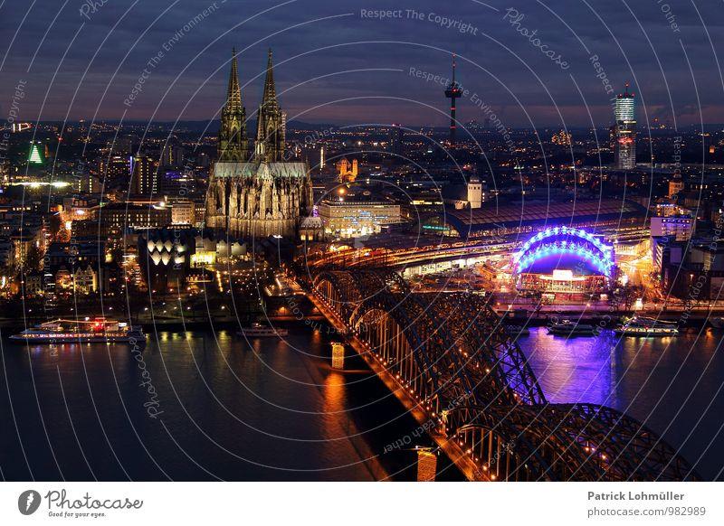 Ausblick auf Köln Architektur Deutschland Europa Stadt Stadtzentrum Haus Kirche Brücke Sehenswürdigkeit Wahrzeichen Denkmal Kölner Dom alt ästhetisch