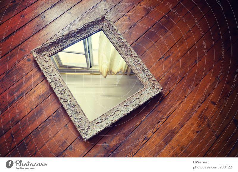 Spiegel schön Haus Fenster Architektur Innenarchitektur Holz Linie braun Stimmung Kunst Häusliches Leben Dekoration & Verzierung leuchten authentisch beobachten Bodenbelag