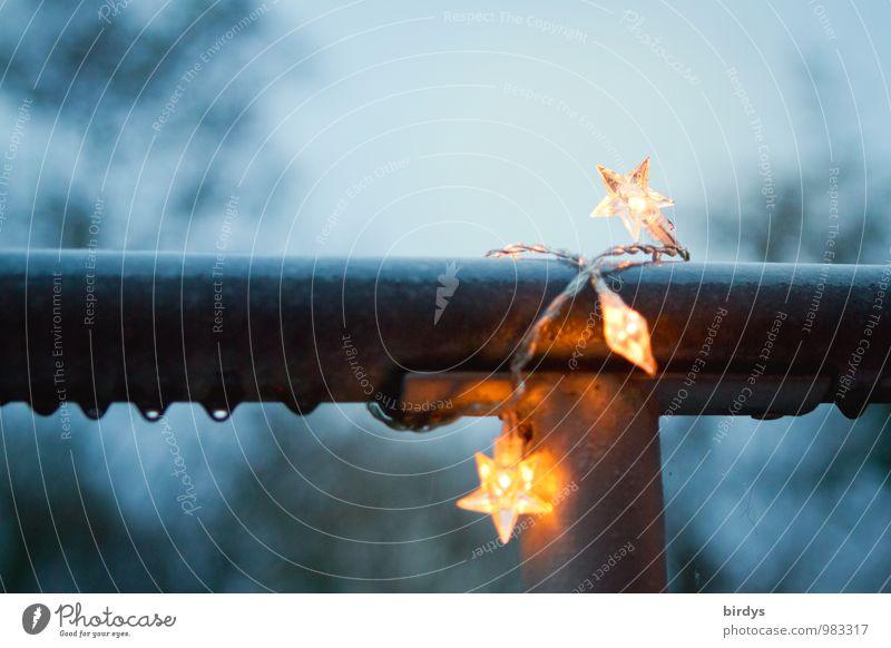 Vorweihnachtszeit Dekoration & Verzierung Wassertropfen Winter Geländer Stern (Symbol) Lichterkette leuchten nass blau gelb Weihnachten & Advent Regen
