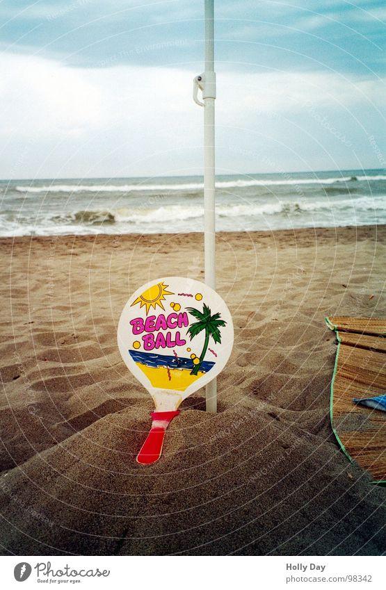 Ein ehrenvolles Ende... Meer Sommer Freude Strand Wolken Sport Spielen Sand Küste Ball Freizeit & Hobby Hügel gebrochen Palme Brandung Ballsport