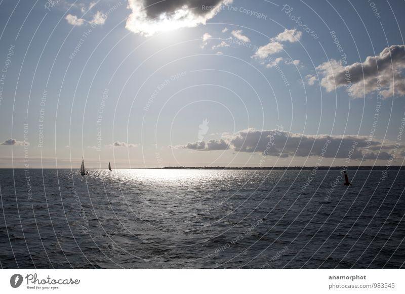 Sailing the Spotlight Ferien & Urlaub & Reisen Freiheit Sonne Meer Wasser Himmel Wolken Sonnenlicht Sommer Schönes Wetter Schifffahrt Segelboot Ferne maritim