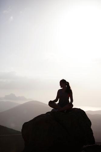 at peak time. Kunst ästhetisch Zufriedenheit ruhig Ruhepunkt Idylle Ruhelage Wellness abgelegen Meditation Berge u. Gebirge Gipfel Frau feminin Erholung Kraft