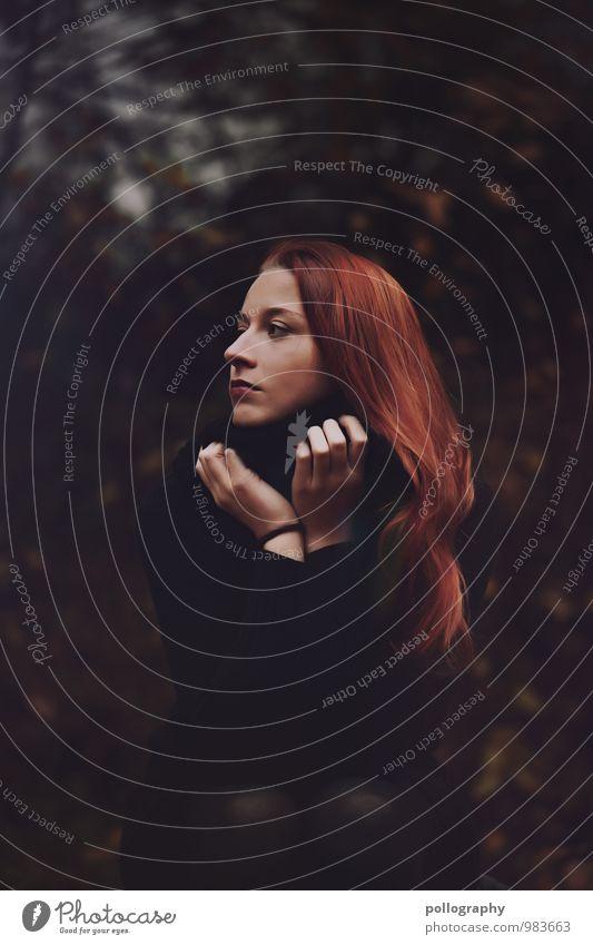 ... Mensch feminin Junge Frau Jugendliche Erwachsene Leben Körper Kopf Haare & Frisuren 1 18-30 Jahre Natur Herbst Winter Pflanze Sträucher Wald Pullover
