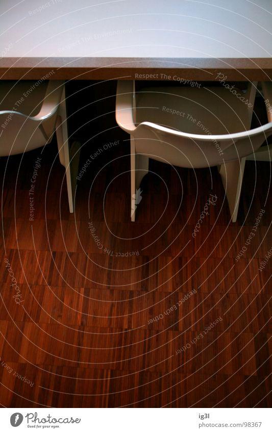 business meeting #723 Stuhl Sitzgelegenheit Pause ruhig Holz Holzmehl Polster Wand lang Stabilität Reichtum Strebe Muster glänzend Beleuchtung braun Bodenbelag