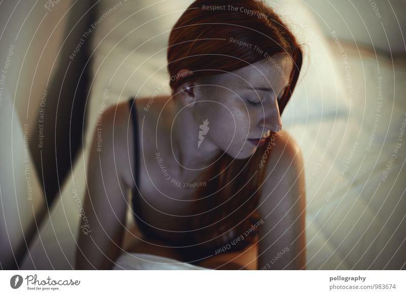 ... Mensch feminin Junge Frau Jugendliche Erwachsene Leben Körper Kopf 1 18-30 Jahre Unterwäsche Gefühle Stimmung Verschwiegenheit schön authentisch Traurigkeit