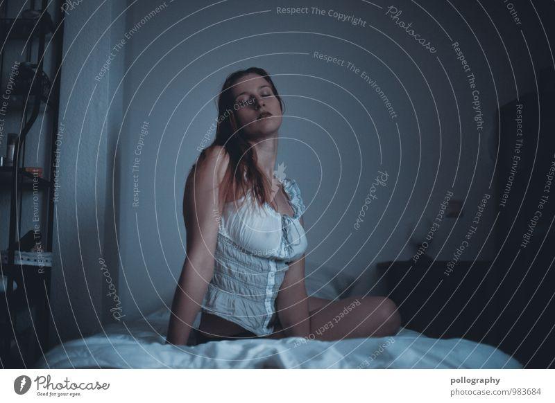 ... Mensch Frau Jugendliche schön Junge Frau Erotik 18-30 Jahre Erwachsene Leben Gefühle feminin Stimmung Raum Körper Frauenbrust Bettwäsche