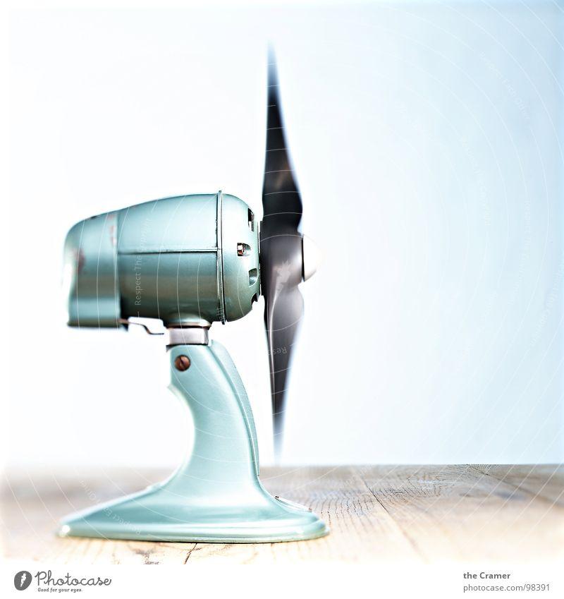 ehem. Frischluft jetzt einfach hart am Wind ;) blau Sommer Holz Luft Metall Windkraftanlage frisch Technik & Technologie Dynamik drehen Haushalt Drehung Rotor Ventilator Elektrisches Gerät