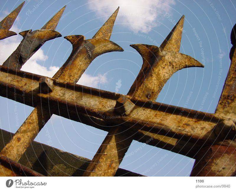 Zaun historisch Rost Himmer Spitze