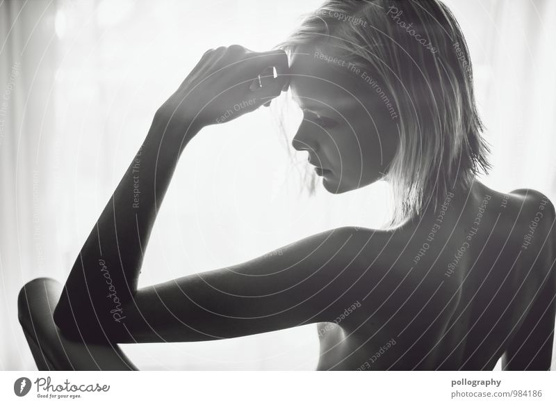 think about it Mensch Frau Jugendliche schön Weiblicher Akt Junge Frau Erholung ruhig Erotik 18-30 Jahre Erwachsene Leben Gefühle feminin Denken Gesundheit
