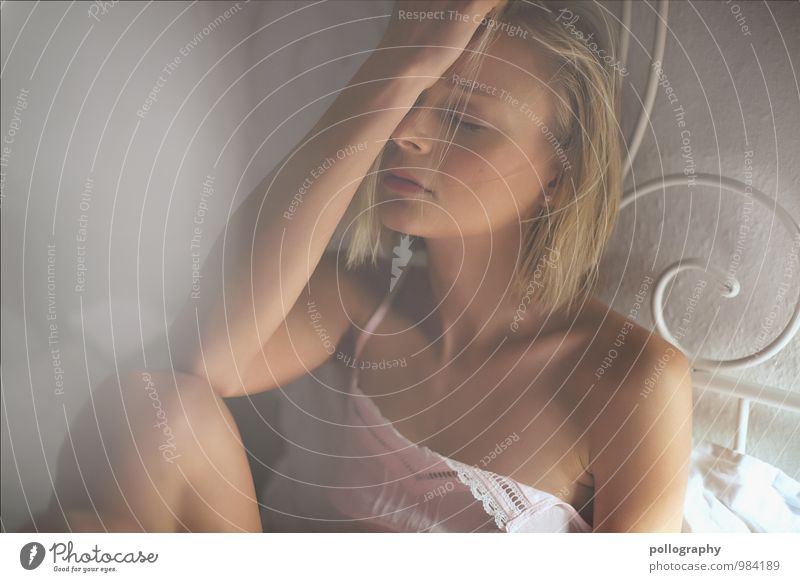 sensual Mensch Frau Jugendliche schön Junge Frau Erholung ruhig Erotik Erwachsene Leben Gefühle feminin Gesundheit Stimmung Lifestyle träumen