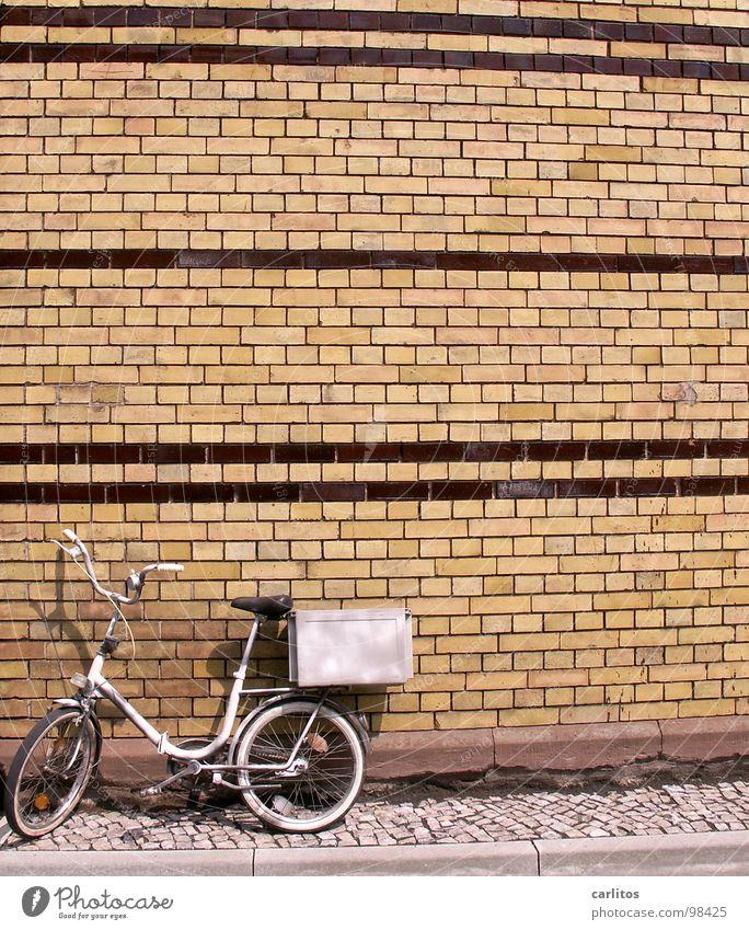 tonnenförmige Linierung Fahrrad Backstein