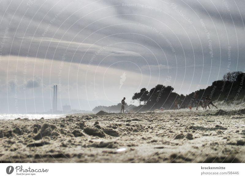 Strandtraum Ferien & Urlaub & Reisen Meer Wolken Strand Spielen Sand dreckig Italien Industriefotografie Rauch Umweltverschmutzung Toskana