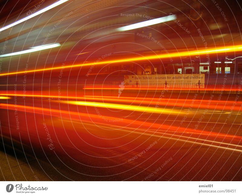 speed hell Verkehr Langzeitbelichtung shnell Straße treet lights PKW car traffic