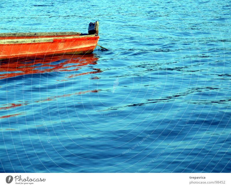 boot I Sommer Holz ruhig Wellen Spiegel Wasserfahrzeug Fischerboot Ferien & Urlaub & Reisen Fluss river orange blau blue water Farbe colours sunny Donau stillee