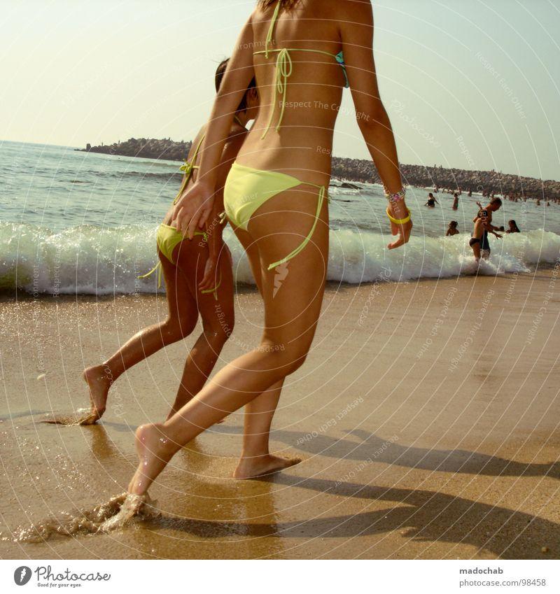 CATWALK Frau Mensch Jugendliche Wasser Mädchen Himmel Meer Sommer Strand Ferien & Urlaub & Reisen nackt Bewegung Fuß Wärme Sand Beine