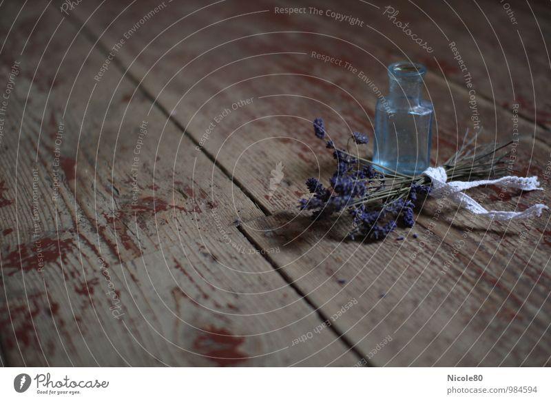 alt aber schön 4 Kräuter & Gewürze Lavendel Glasflasche Parfumflakon violett blau altehrwürdig old-school historisch Provence französich zart Farbfoto