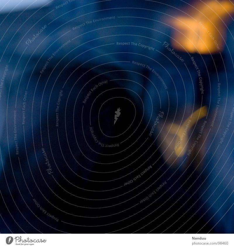 Kalte und warme Farben Lichtspiel Dämmerung dunkel Mann kalt Physik Abendsonne Freizeit & Hobby Erholung Balkon Alkoholisiert Alkoholsucht blau Mensch Wärme