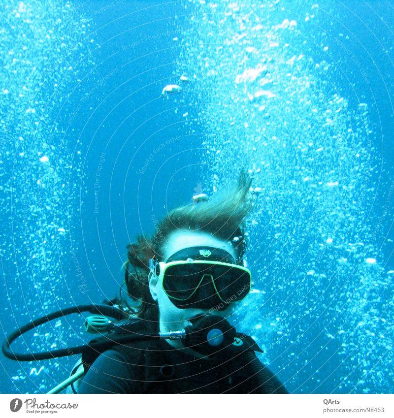 Diver with Bubbles II Wasser Meer blau Auge Sport Spielen See Luft Maske tauchen blasen Flasche Unterwasseraufnahme untergehen Wassersport