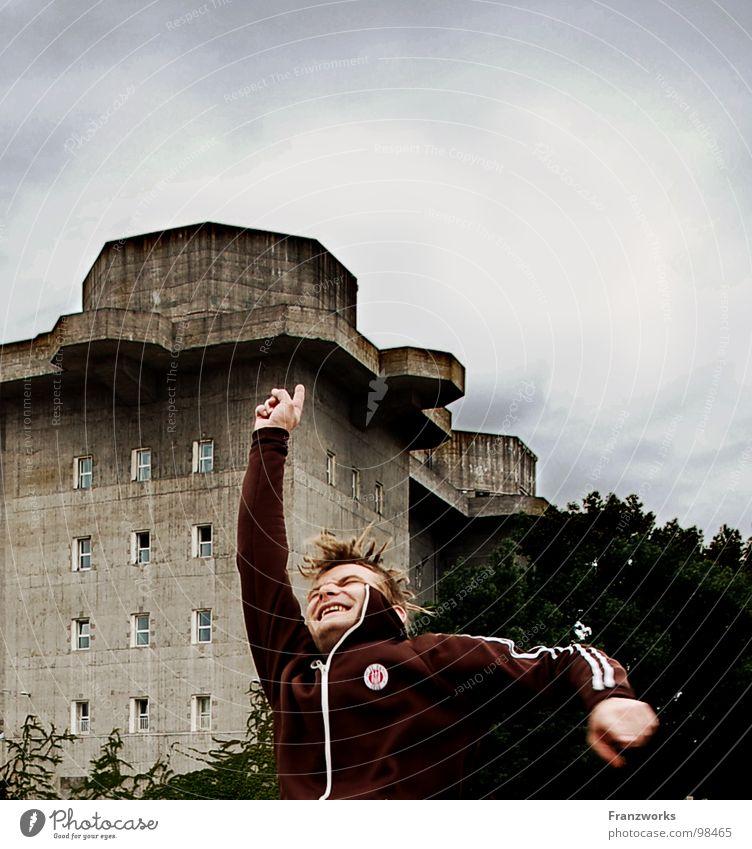 Schleudereuter... Millerntor Heiligengeistfeld springen Freude Baum durchdrehen Bunker St. Pauli Stadtteil klaus Punk Typ Himmel Begeisterung lachen lustig