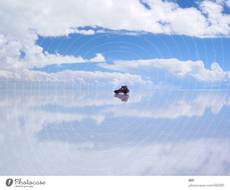 SkyDriver I Himmel Salar de Uyuni Salzsee Spiegel Bolivien Wolken Abenteuer ungeheuerlich springen unten See blau hüpfen durchdrehen Hoffnung Ereignisse
