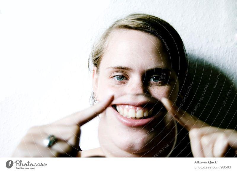 ..also ick freu mir.. Freude Fröhlichkeit Gute Laune Frau feminin lachen Unsinn grinsen hochstimmung Mund kauleiste gesundes lächeln Glück Witz witzeln Zähne