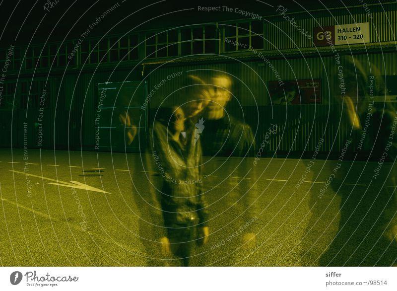 to blear you 2 Mensch Jugendliche grün schwarz Haus gelb dunkel Straße Bewegung Gebäude Lampe dreckig Beton Straßenbeleuchtung durchsichtig Lagerhalle