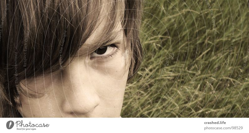 Böser Blick! =o Kind Jugendliche Gesicht Auge Gras Haare & Frisuren Nase Ohr Wut Halm Ärger Sepia