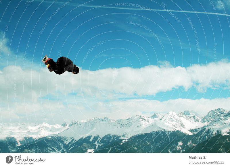 Showtime II Rodeo Salto springen Snowboard Österreich Rückwärtssalto Wolken Österreicher Stil Außenaufnahme Wintersport Freizeit & Hobby Freestyle extrem Luft