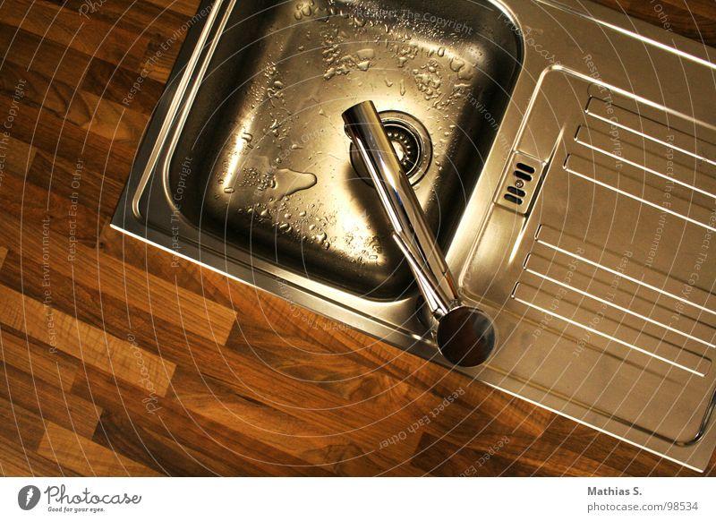 Lavabo II Waschbecken Sauberkeit nass Parkett Holz Blech Wasserhahn Abfluss fließen Aluminium Waschtisch rein Physik Erfrischung Tick Holzmehl Küche Becken
