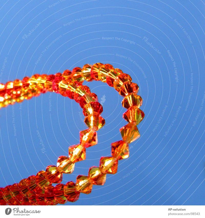 Glitzerarmband im Sonnenschein blau gelb orange 2 glänzend rund Kitsch Reichtum Schmuck obskur Kette Halskette Schwung himmelblau Armband Perlenkette