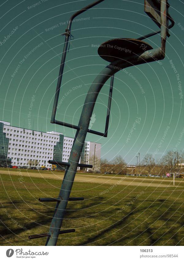 SOZIALISTISCHER ÜBERREST Himmel Natur Baum Wiese Freiheit Gebäude Metall Kunst Deutschland Feld Treppe Aktion Vergänglichkeit Rasen Dresden