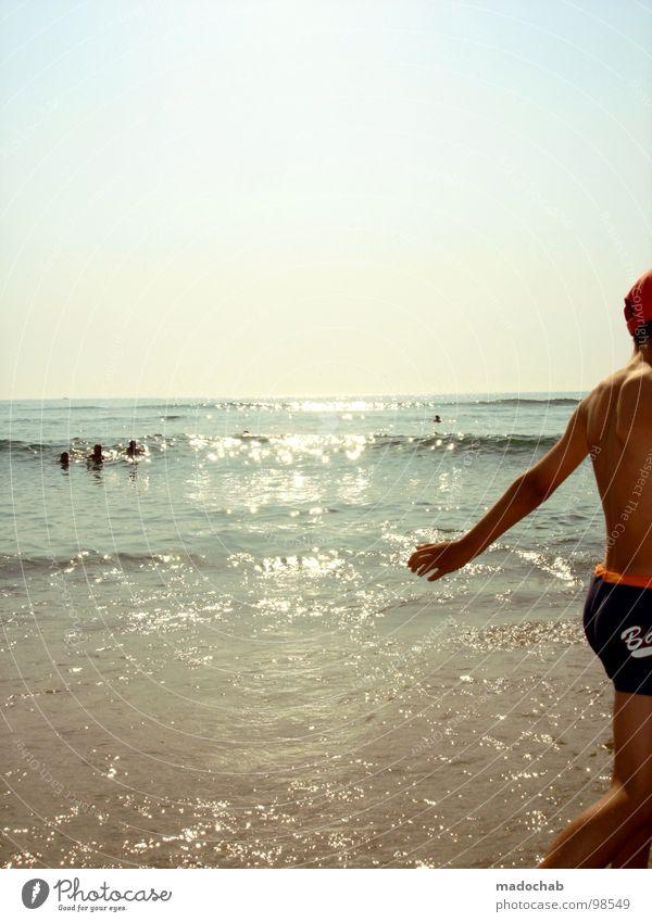 VOR FREUDE AUS DEM BILD HÜPFEN Mensch Mann Himmel Sonne Meer Sommer Freude Strand Ferien & Urlaub & Reisen Erholung springen Beine Tanzen lustig Haut Arme