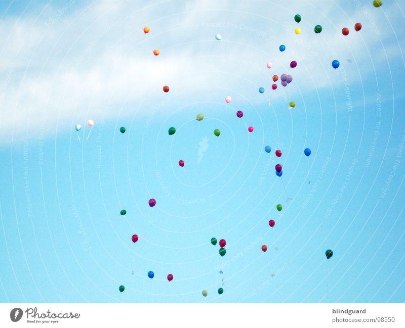 Send a prayer (to heaven) Himmel blau grün Farbe rot Wolken gelb Freiheit fliegen träumen frei Wind Hoffnung Luftballon Trauer Wunsch