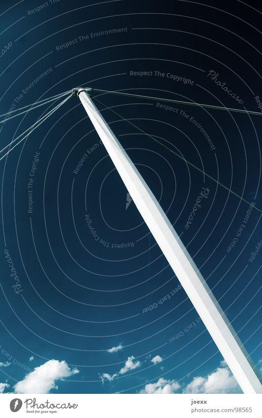 Abgespannt Haken Dach diagonal Halt Konstruktion Stahl Stahlträger Träger verbinden Wolken Detailaufnahme Himmel blau dachkonstuktion halle Seil