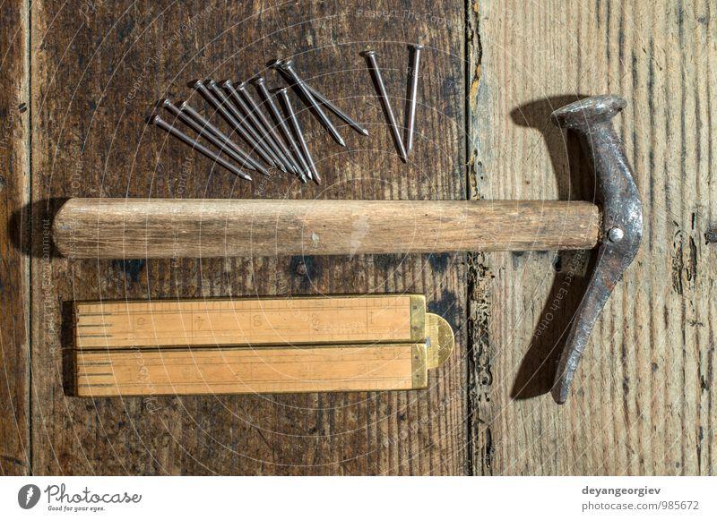 Vintage Hammer, Nägel und Holz Zentimeter Arbeit & Erwerbstätigkeit Industrie Werkzeug Metall braun rot Hintergrund Renovierung Kulisse Lineal Werkzeuge Gerät