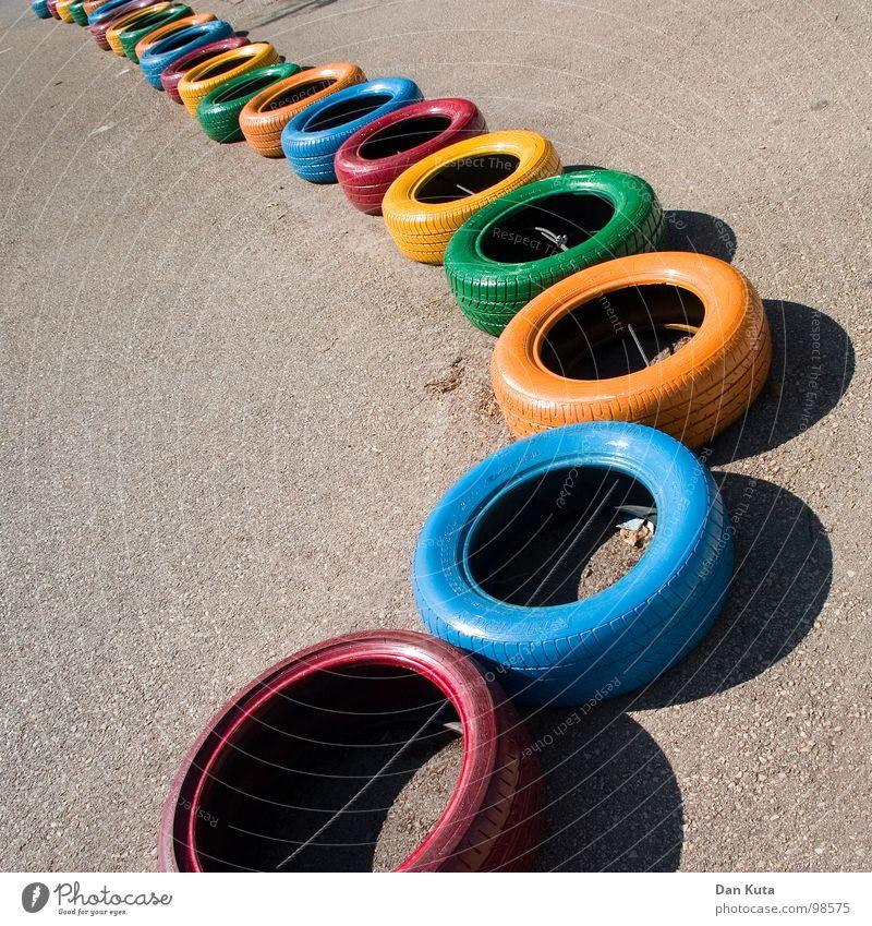 Mach's mit! Gummi rund geschlossen Asphalt Teer rau Autoreifen mehrfarbig Vielfältig Verschiedenheit fahren Go-Kart Spielen Spielplatz hüpfen verbinden
